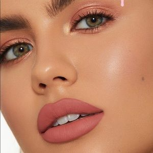 Kylie Cosmetics Makeup - Kylie Cosmetics Sweater Weather liquid lipstick